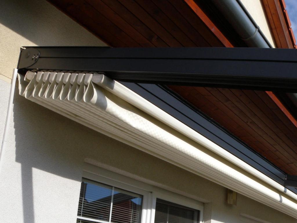 Detail stažené střechy z PVC s příčníky